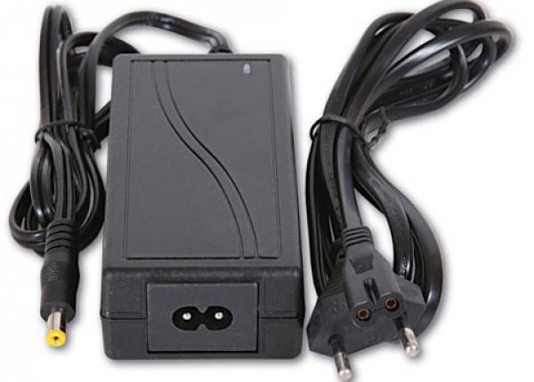 Adapter 12V/5A xed