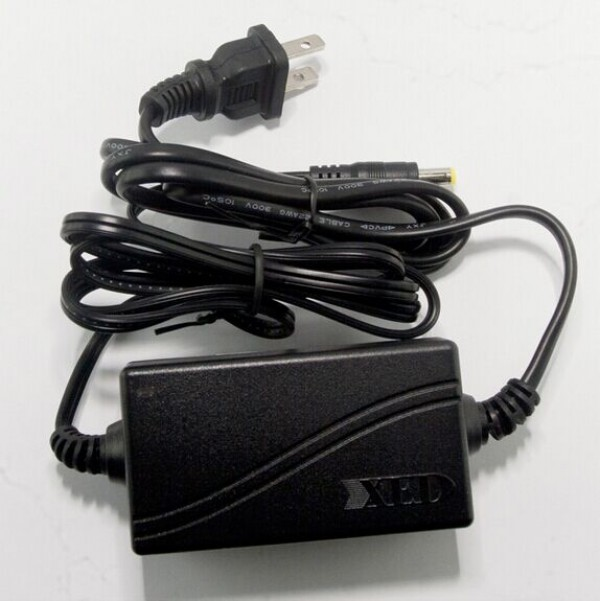 Adapter 12V/2A xed